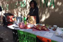 Barra de vermut i taula de merchandising del 16 de març.