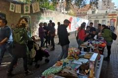 Diumenge 16 de març, vermut i mercat d'ocasió sota l'alzina.