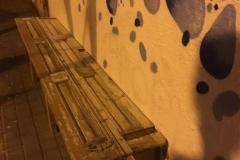 Mobiliari urbà fet amb palés.