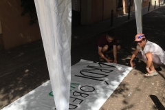 11 d'agost. Preparant les pancartes.
