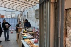 Preparant la visita de la Cavalcada Okupa al garatge d'Encarnació 13.